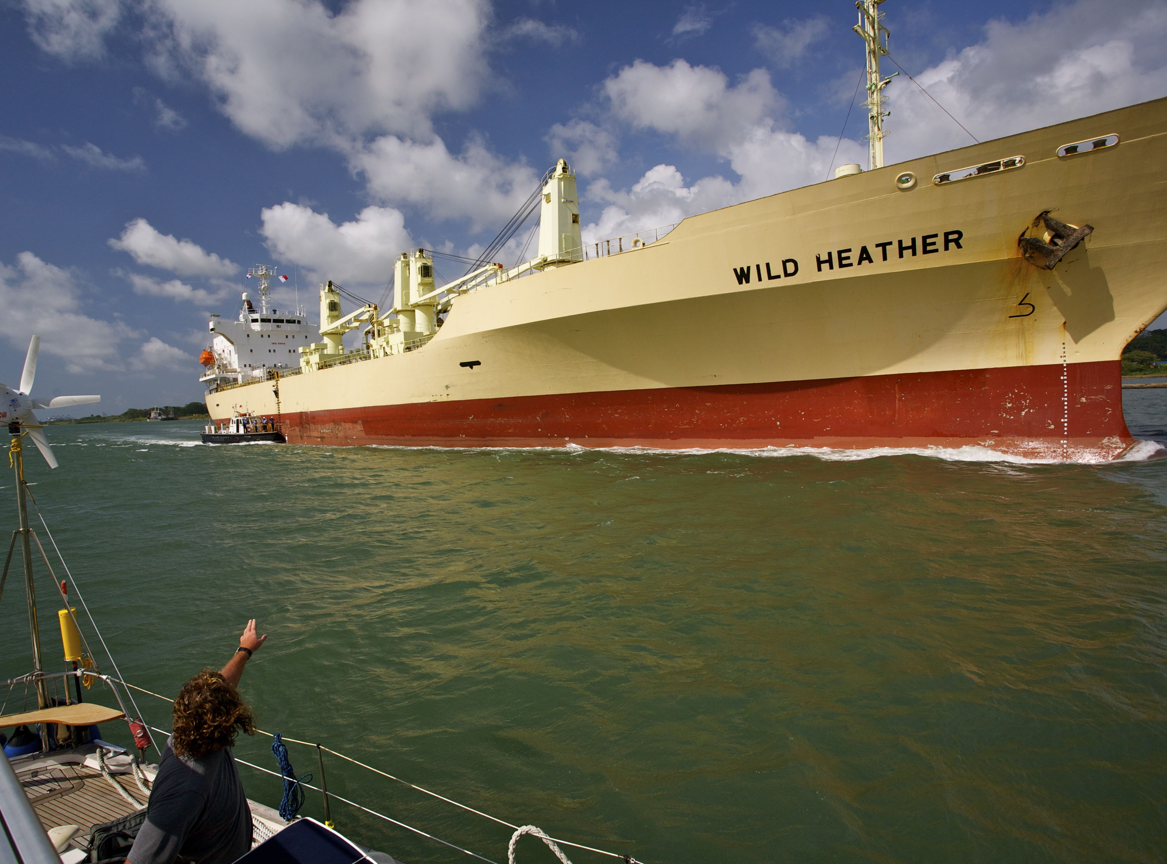 Wild Heather enters the panama canal